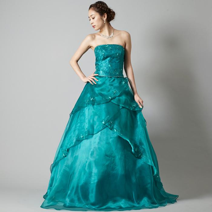 結婚式や演奏会などにも使えるエメラルドグリーンのカラーのドレス