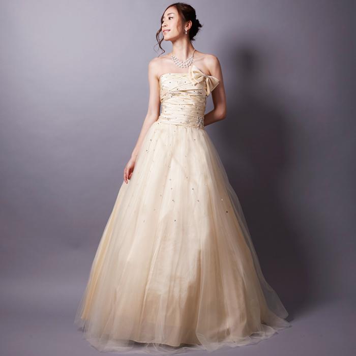ラインストーンが夜空のように散りばめられたウェディングに最高のアイボリーカラードレス