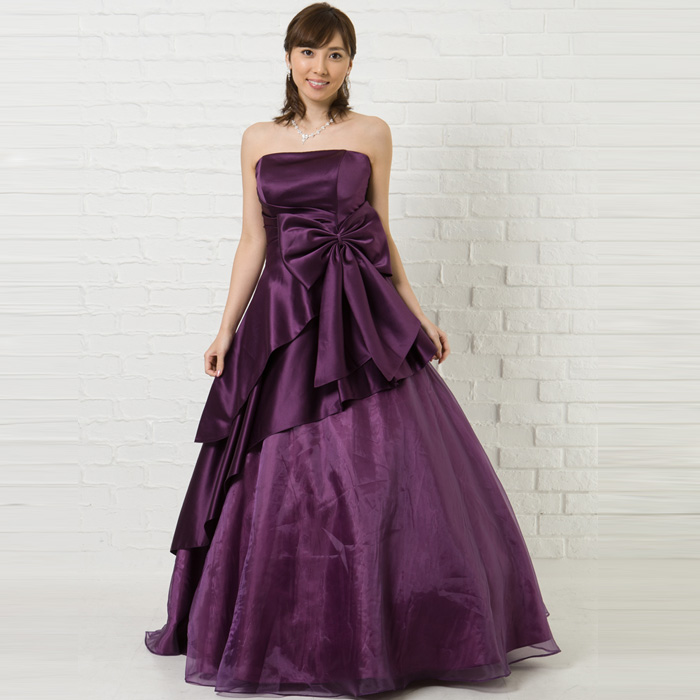 大人の魅力を引き出すパープルカラーのドレス
