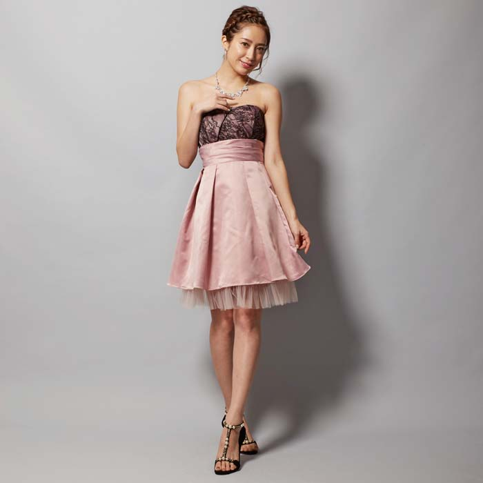 ピンクカラーの優しい女性らしさの感じるお呼ばれドレス