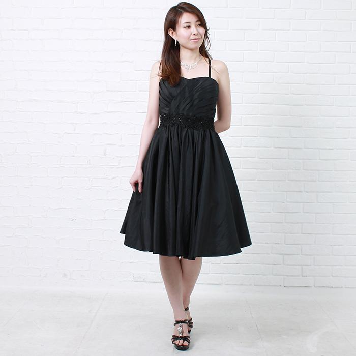 人気の高いブラックカラーのオーソドックスなお呼ばれショートドレス
