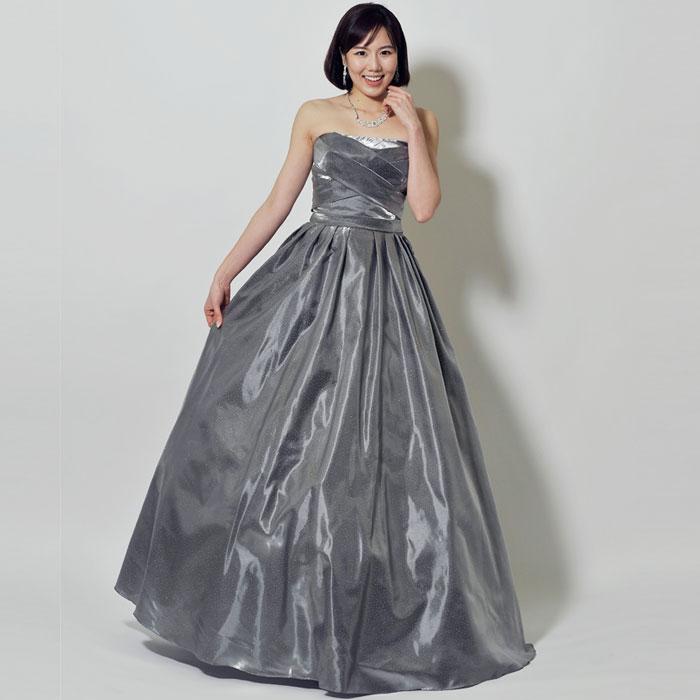 グレーカラーの大人な印象漂う、光沢感のあるロングドレス