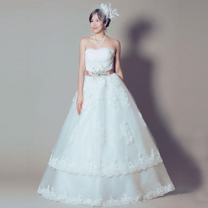 ホワイトカラーとウェストリボンのベビーピンクの相性がバッチリな結婚式ドレス