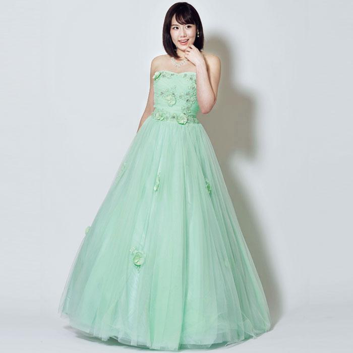 ライトグリーンの爽やかカラーが初々しい印象のドレス