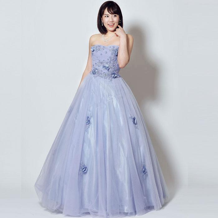 ブルースターの花の色そのもののような爽やかな演奏会向けライトブルーカラードレス