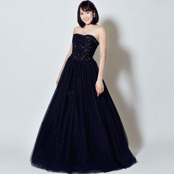 星空のようにトップスのビーズがキラリと光るエレガントなドレス