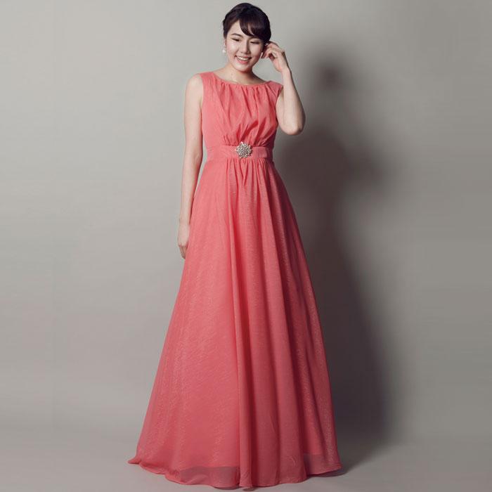 コンサート会場を明るく照らす暖かみのあるダスティローズカラードレス