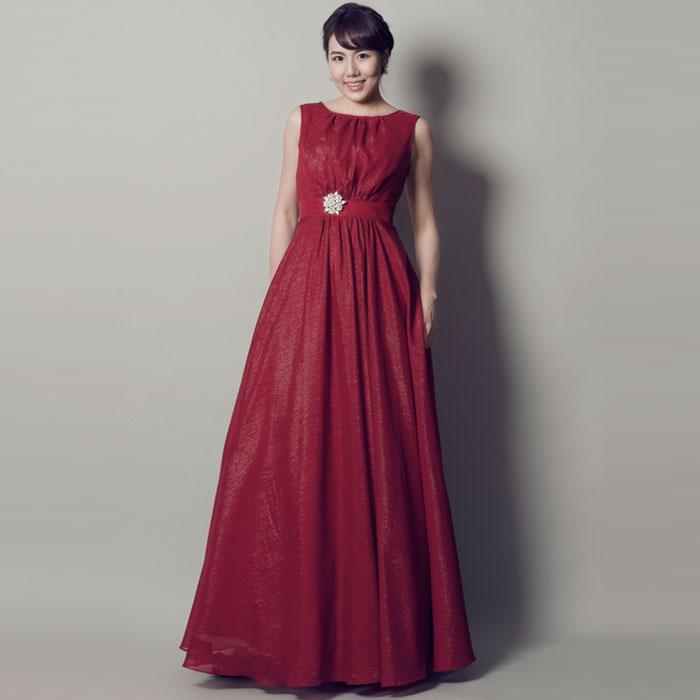 大人の魅力と包容力を感じるレッドカラーの演奏会ドレス