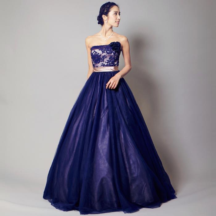 個性を求める人に人気の花柄シリーズのネイビーのドレス