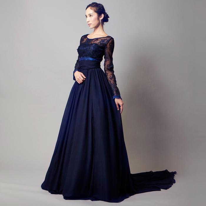 個性的なデザインが美しいダークネイビーのドレス