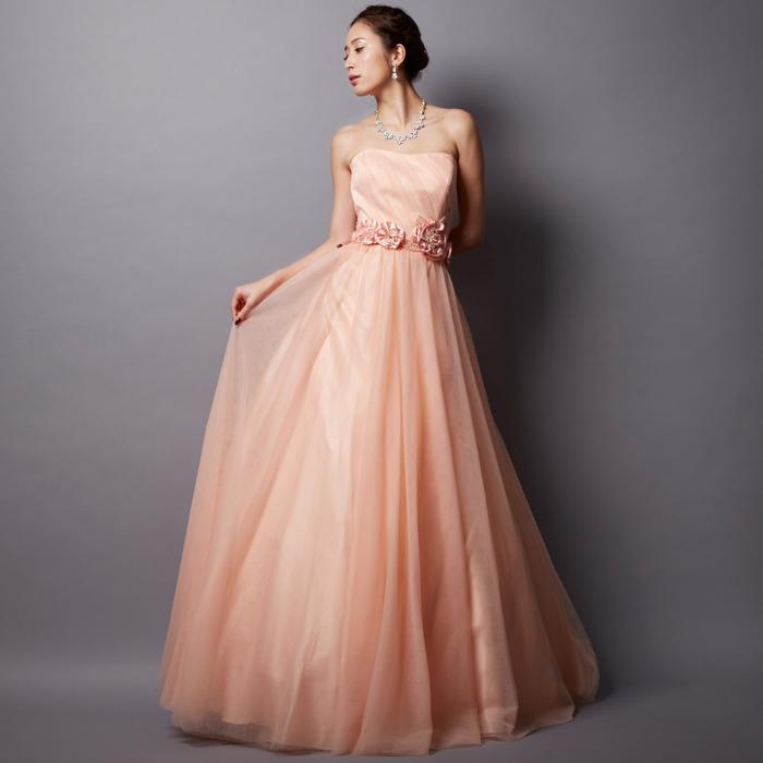 上品で可愛らしさももつライトピーチのお呼ばれドレス