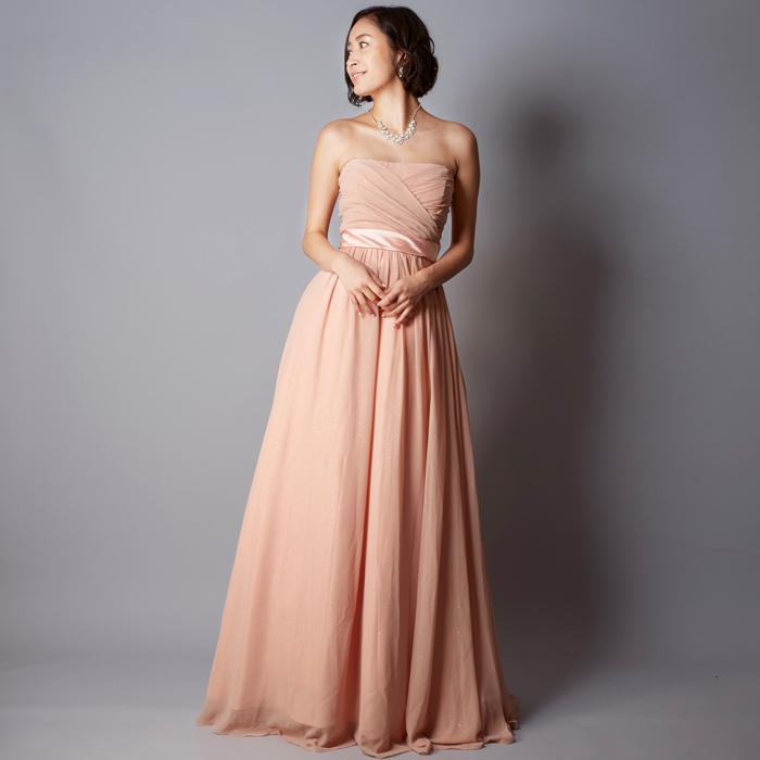 ソフトな印象を感じさせる女性らしいヌーディーピンクのカラードレス