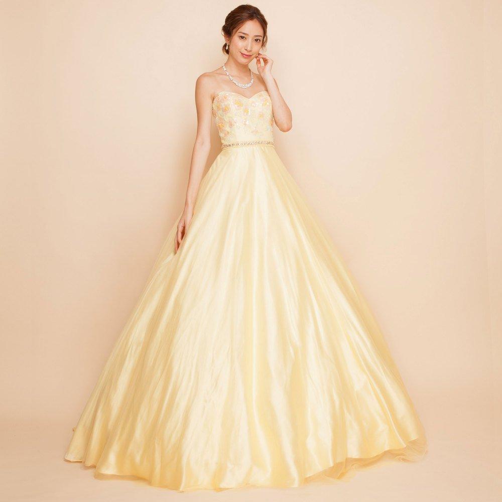 ひまわりのように元気に明るく元気なイエローカラーのロングドレス