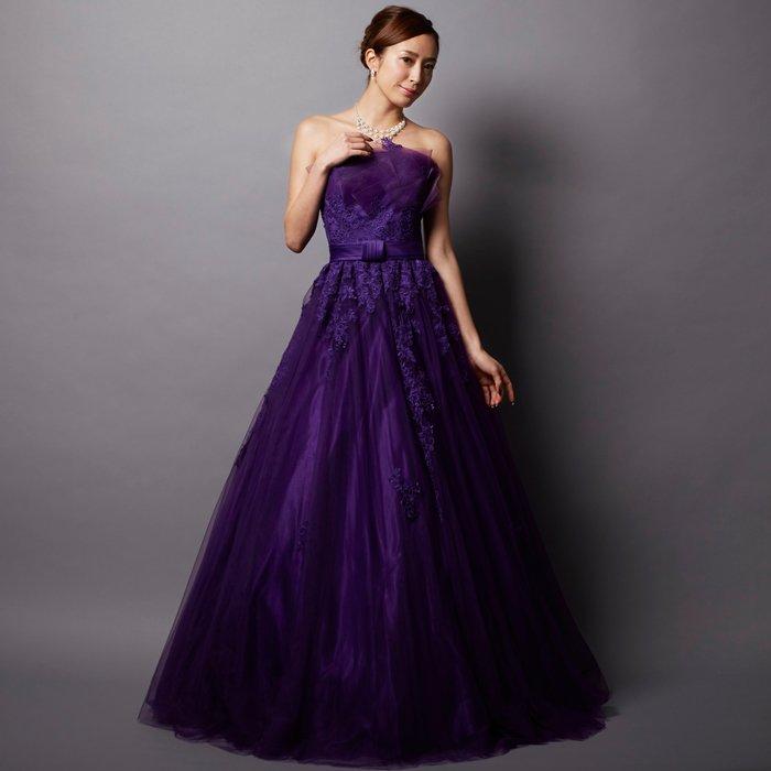 胸元にボリュームたっぷり!演奏会に個性的な紫色のボリュームドレス