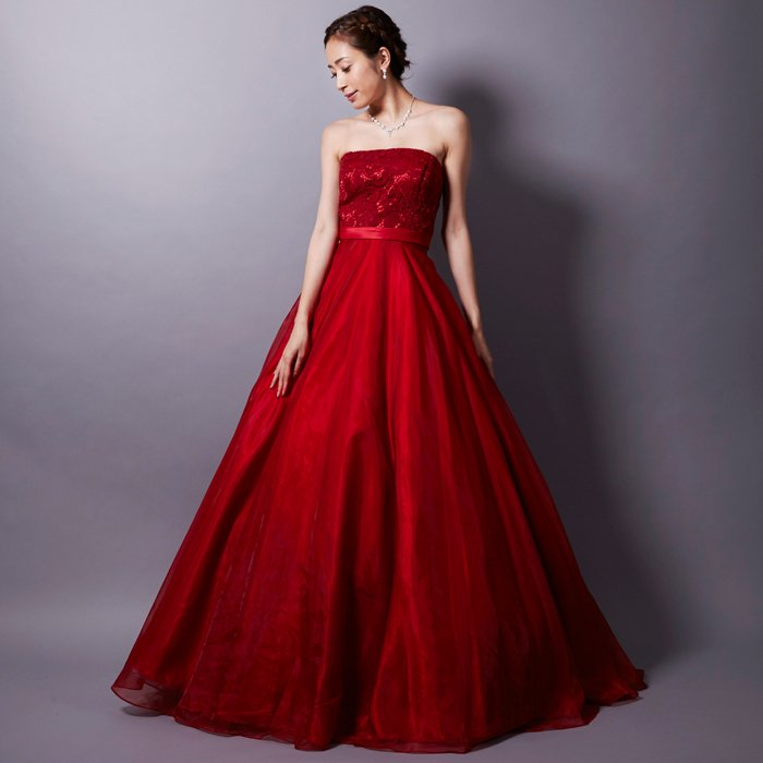 情熱的なレッドにレース刺繍で華やかさアップのロングドレス