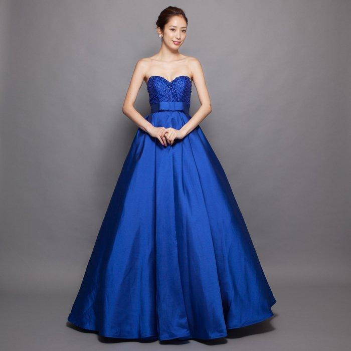 重厚なサテン生地を使用した高級感あふれるロイヤルブルーロングドレス