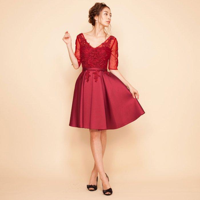 パーティーにぴったりなレース七分袖ワインカラーミディアム丈ドレス