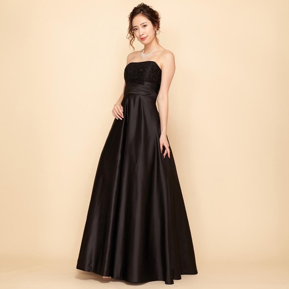 シンプルの中にも上品さをまとったブラックカラー上質サテンドレス