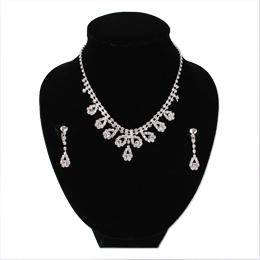 tear型の飾りがかわいいキュートネックレスとイヤリングのセット
