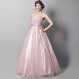 独特な風合いが上品なピンクのドレス