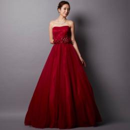 ワインレッドの演奏会に最適な大人の魅力たっぷりのチュールカラードレス