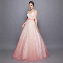 ピンクグラデーションが目を引く花嫁さんにもぴったりなチュールグラデーションドレス